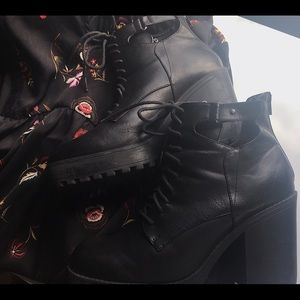 SALE 🔥 Black Platform Combat Boot 11W 🖤